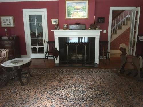 Charming Connecticut Home - New Milford, CT 06776
