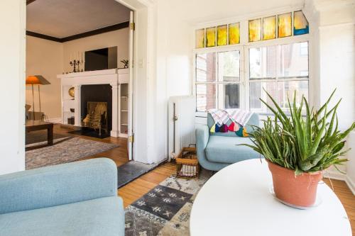 The Buena Apartment - Near Wrigley - Chicago, IL 60613