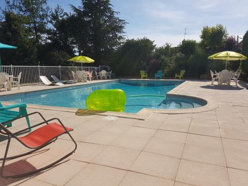 Le brit hotel dak hotel h tel 119 rue de lyon 89200 for Horaire piscine avallon