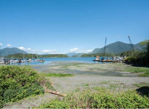 Costa Azul At Eik Landing - Tofino, BC V0R 2Z0