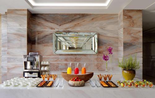 Hyatt Regency Dubai - Corniche photo 7