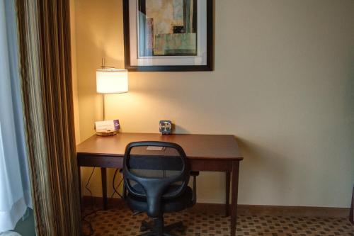 Cobblestone Hotel & Suites Jefferson - Jefferson, IA 50129