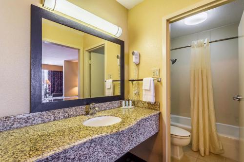 Quality Inn & Suites Port Allen Photo