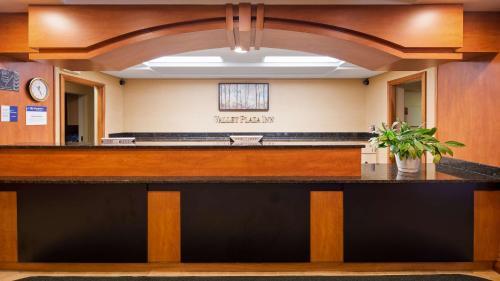 Best Western Valley Plaza Inn Photo