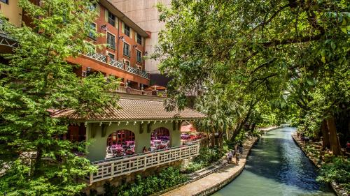Hotel Valencia Riverwalk Photo
