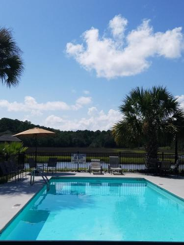 Creekside Lands Inn - Charleston, SC 29414