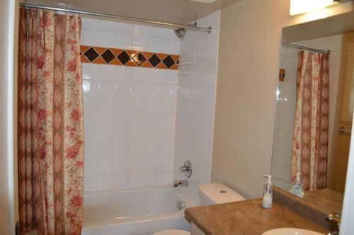 2 Bedroom Suite On Boyd - Victoria, BC V8V 2C8