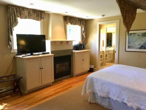 Prior Castle Inn - Victoria, BC V8S 3N7