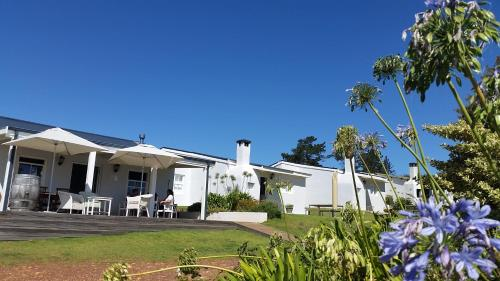 Paul Wallace Wines & Cottages Photo