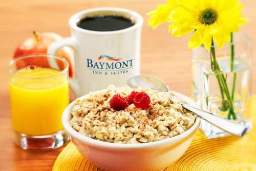 Baymont Inn & Suites Norcross Atlanta Photo