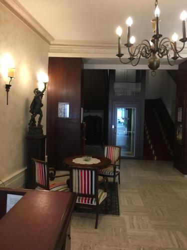 hotel des 3 marchands h tel 26 rue a brossard 44000 nantes adresse horaire. Black Bedroom Furniture Sets. Home Design Ideas