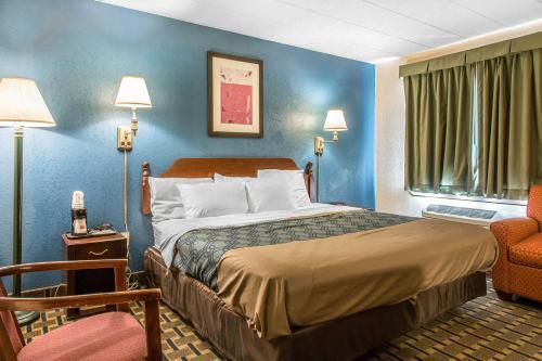 Econo Lodge - Cranston/Providence Photo