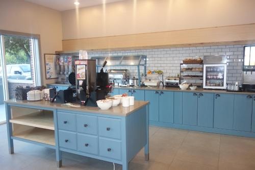 Country Inn & Suites by Radisson, Conyers, GA Photo
