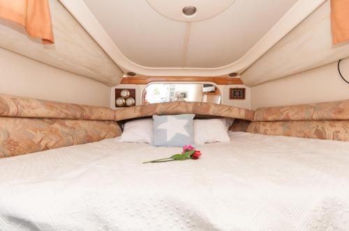 Boat hotel and tours photo 2