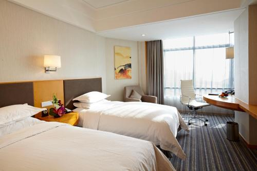 Ramada Plaza Shanghai Pudong Airport photo 14