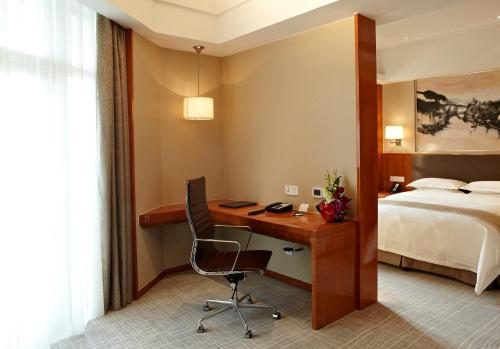 Ramada Plaza Shanghai Pudong Airport photo 16