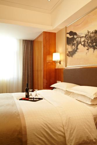 Ramada Plaza Shanghai Pudong Airport photo 23