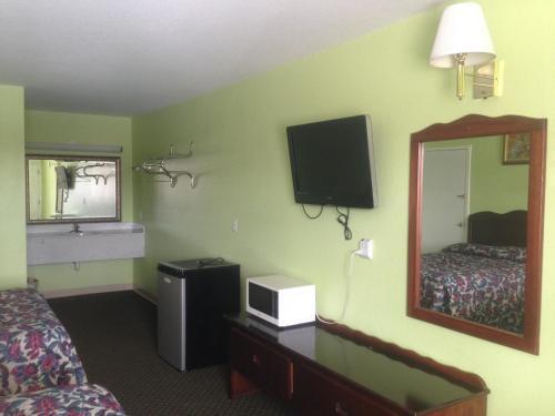 Budget Inn Donalsonville - Donalsonville, GA 39845