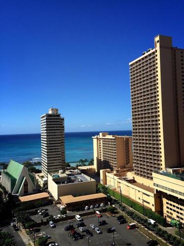 Waikiki Banyan Tower 1 Suite 2112 Photo
