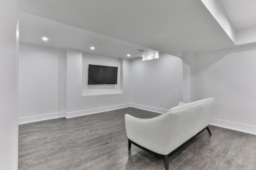 Quickstay - Classy 5bdrm House In Vaughan - Toronto, ON M6P 3T9