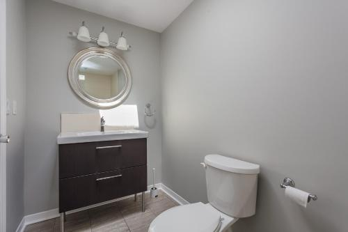 Red Maple Luxury Home - Toronto, ON M5A 2H9