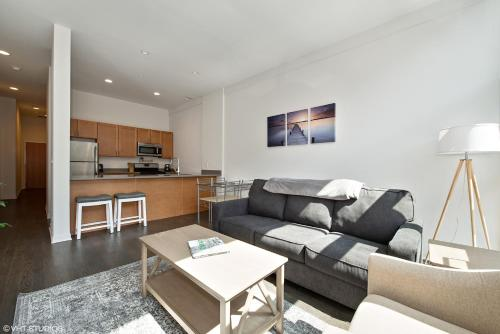 2br Furnished Suite In Lincoln Park - Chicago, IL 60614