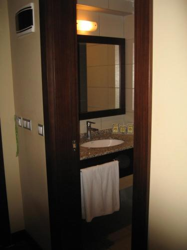 Mom Hotel, Izmir