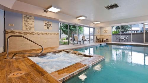 Best Western Plus Peak Vista Inn & Suites Photo