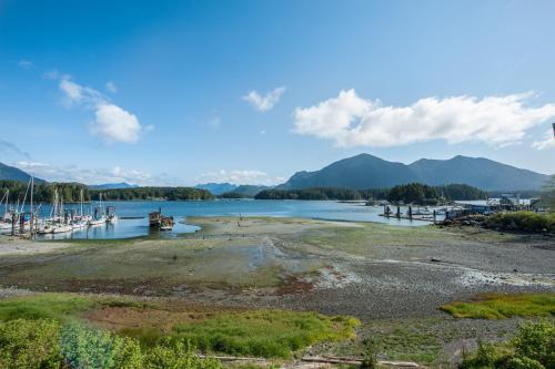 Port-o-call At Eik Landing - Tofino, BC V0R 2Z0