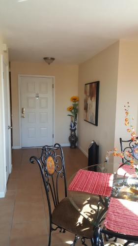 Charming Condo - Peoria, AZ 85345