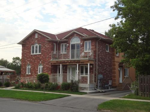 Two Rivers Bed And Breakfast - Niagara Falls, ON L2G 6R9