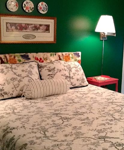 Meadow View Farm - Bed And Breakfast - Hernando, MS 38632