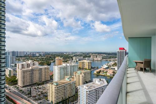 Luxurious Resort Apartments - Hollywood, FL 33019