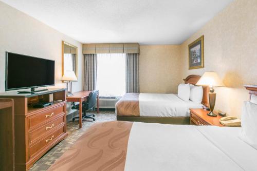 Quality Inn Edison Photo