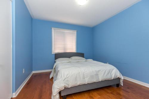 3 Bedroom Home Brampton - Brampton, ON L7A 0G2