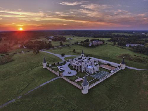 Kentucky Castle - Versailles, KY 40383