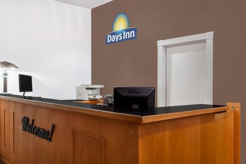 Days Inn Burns Photo