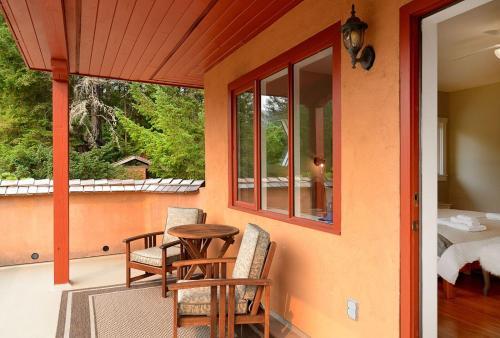Sunshine Villa B&b - Madeira Park, BC V0N 2H1