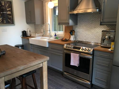 Beautiful 4br Downtown Garden House - Toronto, ON M5A 1T6