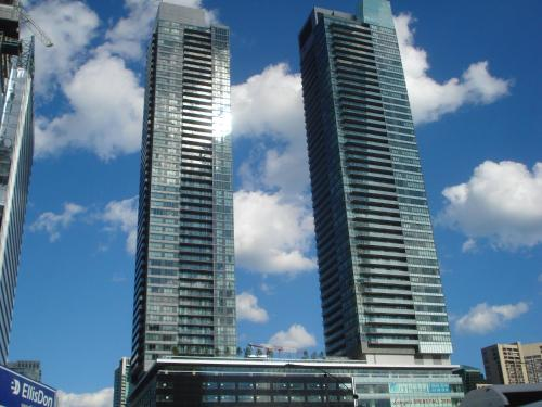 Luxury Furnished Corporate Suite In Downtown Toronto - Toronto, ON M5J 0A7