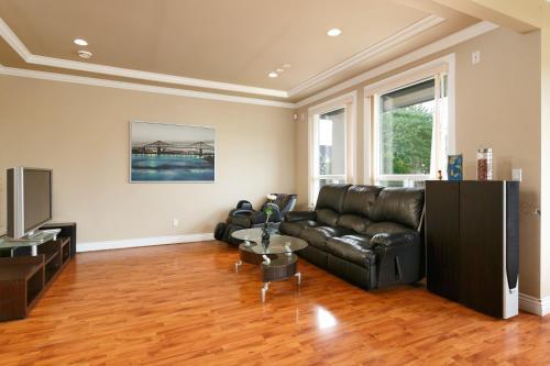 Jamie's House - Richmond, BC V6Y 2S6
