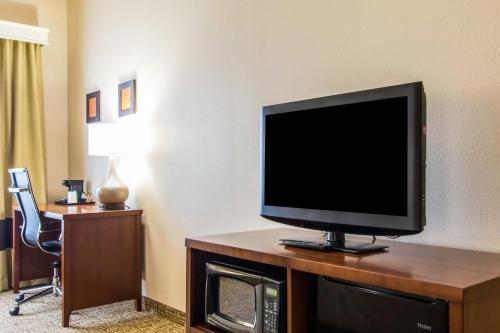 Comfort Inn & Suites Cave City - Cave City, KY 42127