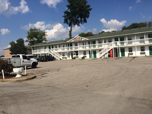 Hoosier Travel Lodge - Jeffersonville, IN 47130