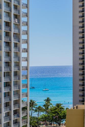 Oceanview Condo In Waikiki