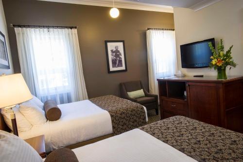 Hume Hotel & Spa - Nelson, BC V1L 4E5