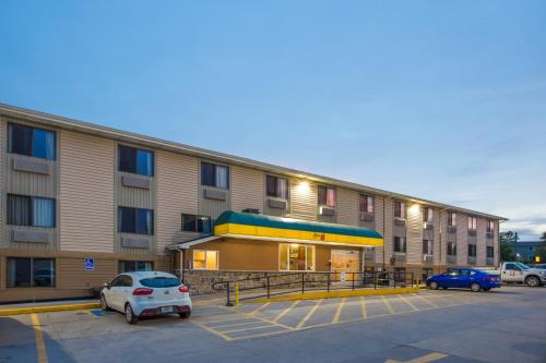 Super 8 Iowa City Coralville Photo