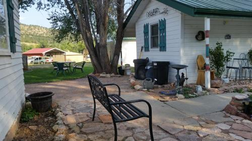 Hide A Way Cabins - Hot Springs, SD 57747