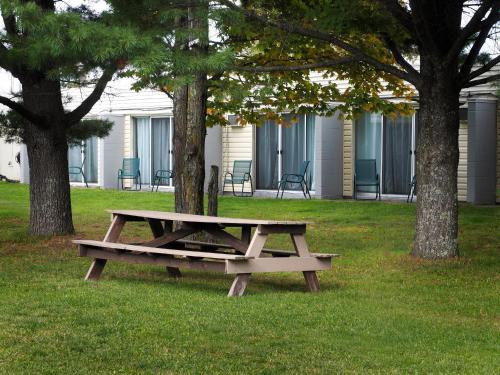 Ambassador Motel - Sault Ste Marie, ON P6B 0B9