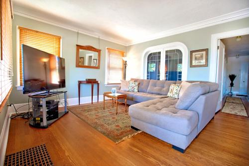 Piedmont Arts And Crafts Apartment - Portland, OR 97211
