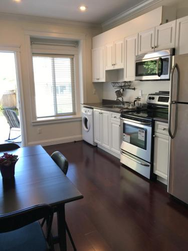 2 Bedrooms Suite In Burnaby Upper Deer Lake